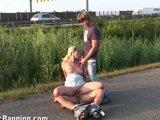 Gruppensex neben der Autobahn